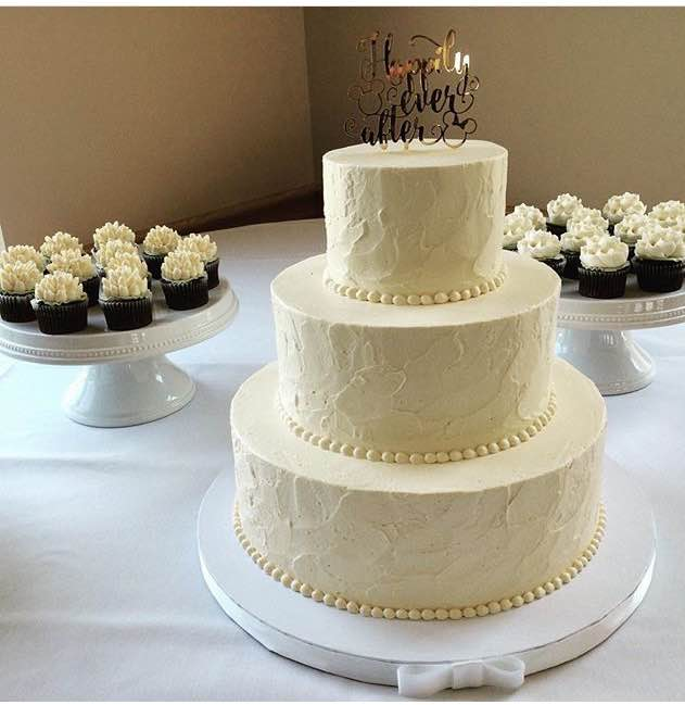 Classic wedding cakes white flower cake shoppe classic soft texture junglespirit Image collections
