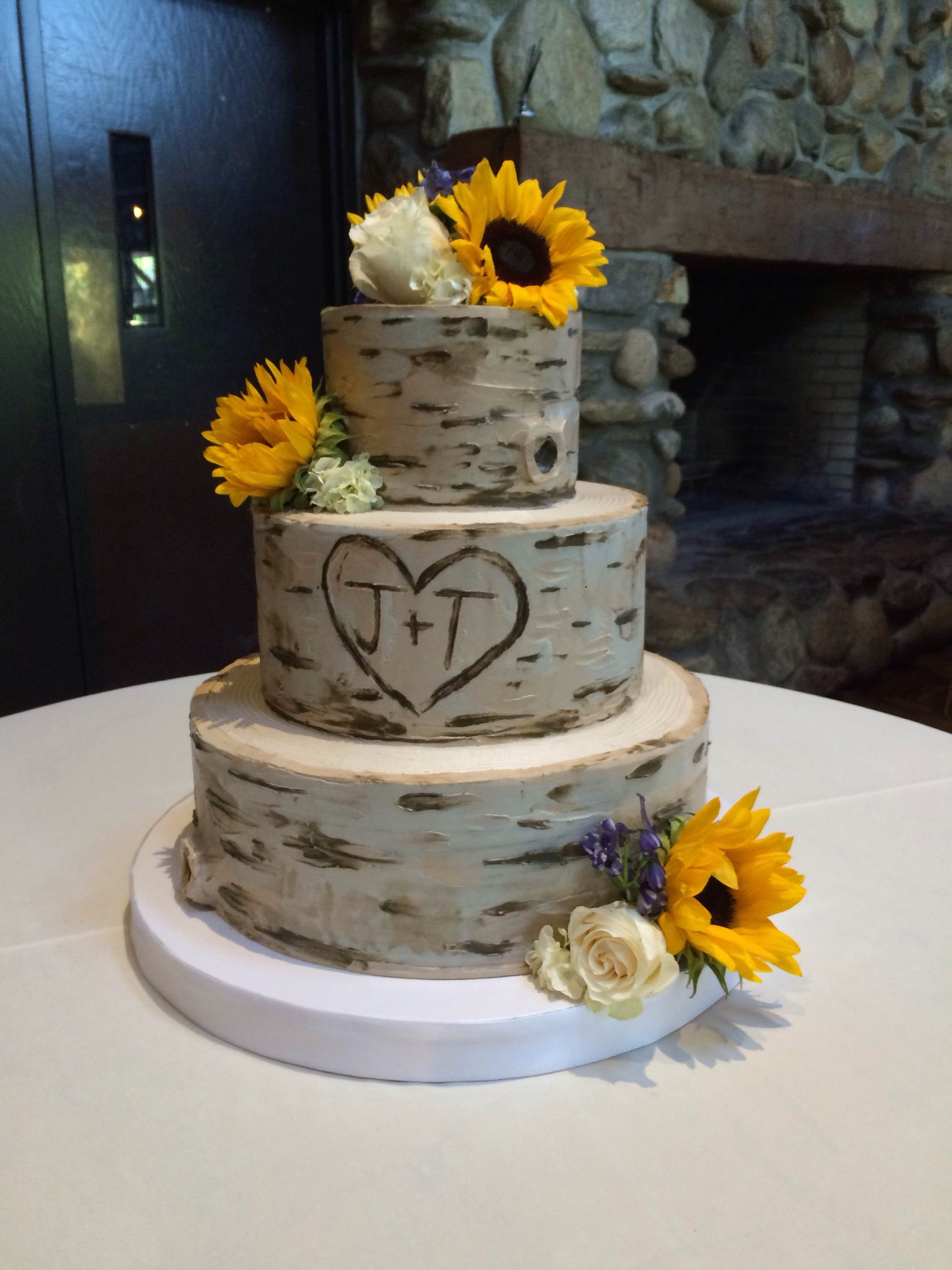 News From The Shoppe White Flower Cake Shoppe Cupcakes