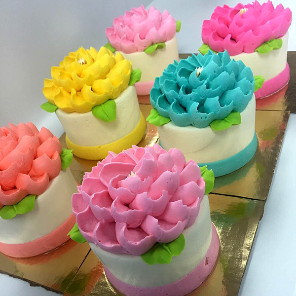 Ready to go sweets white flower cake shoppe mini cake mightylinksfo
